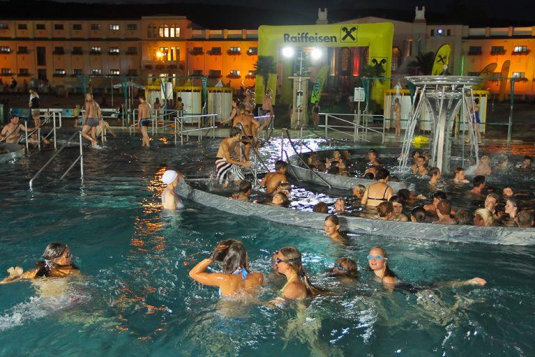 2009aug28 Nachtschwimmen im Thermalstrandbad Baden foto_dusek (3)