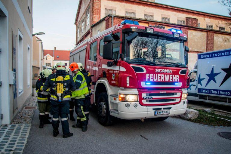 20161207 Brand in einem Gewerbentrieb im Kammgarnzentrum Bad Vö