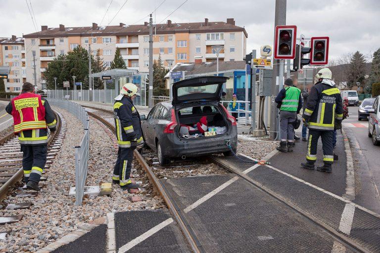 20170105 Verkehrsunfall in Pfaffstätten Haltestelle WLB   Foto: