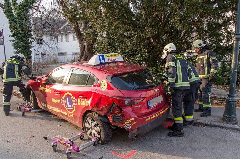 20170312 Verkehrsunfall in Baden Foto: Roman van de Castell / F