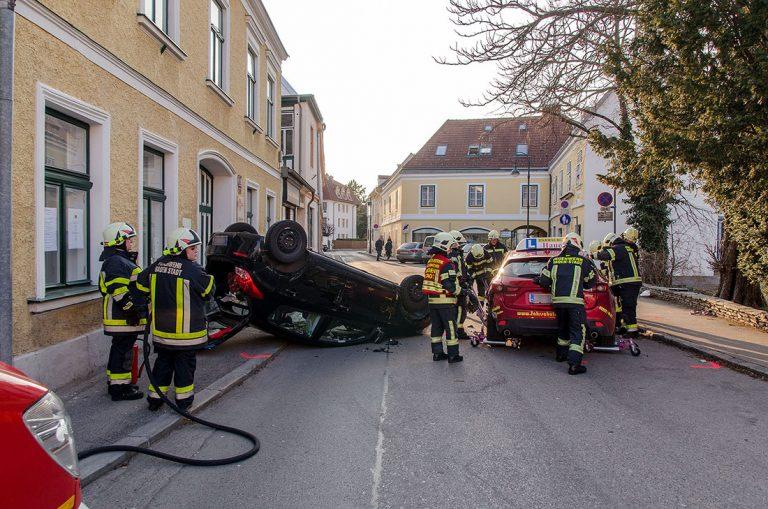 20170312 Verkehrsunfall in Baden Foto: Freiwillige Feuerwehr Ba