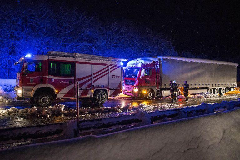 20170419 Schneechaos A21 Alland - Hochstrass RFb zur A1  Foto: S