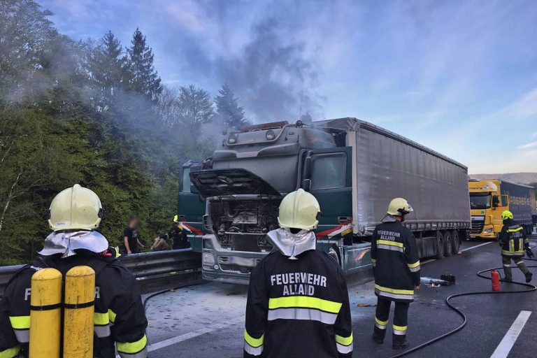 20170503 Lkw Brand A21 kurz vor Hochstraß NÖ Bezirk Baden