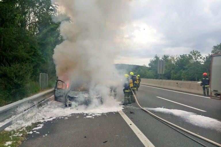 20180624 Fahrzeugbrand A21 Hochstrass-Alland Foto: FF Klausen-