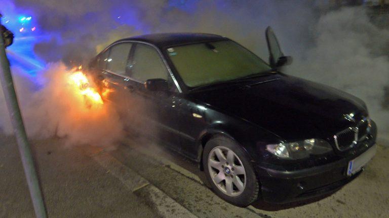 20181205 Fahrzeugbrand in Baden Josefsplatz Foto: FF Baden-Stad