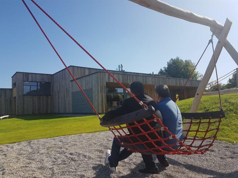 4_Ein-Blick-vom-Spielplatz-auf-den-Kindergarten.jpg