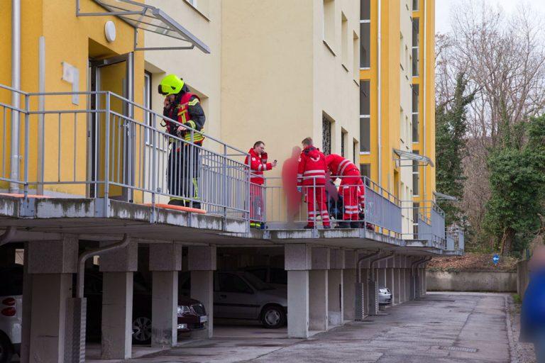 20180401 Wohnungsbrand in Wohnhausanlage in Baden Ortsteil Weike