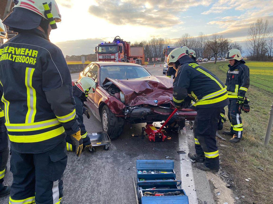 20191227 Verkehrsunfall LB60 zwischen Unterwaltersdorf und Reise