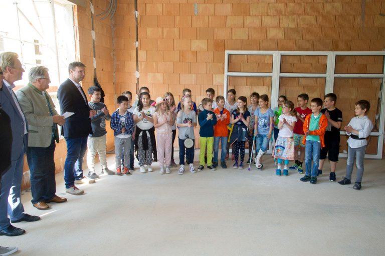 Gleichenfeier-Hort-VS-Möllersdorf_Aufführung-Kinder.jpg