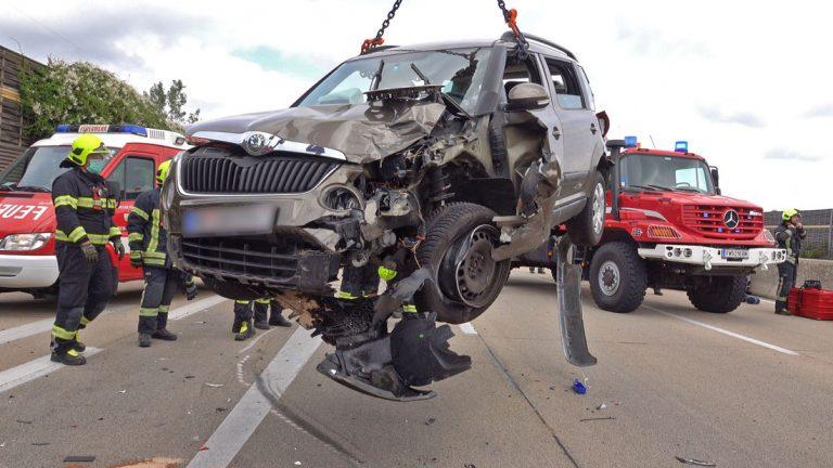 20200611 Verkehrsunfall A2 bei Kottingbrunn RFB Süd