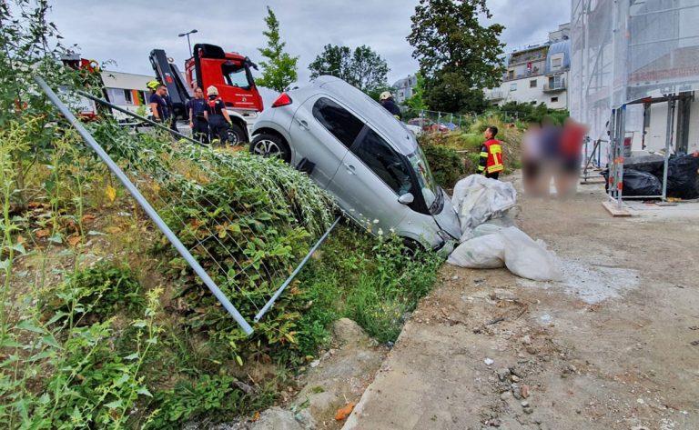 20200818 Verkehrsunfall in Baden Ortsteil Weikersdorf