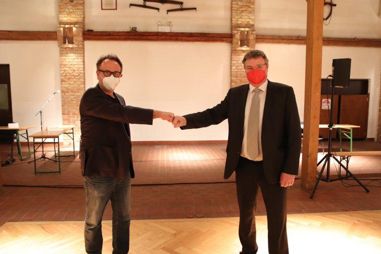 Bild_Wahl STR Dobousek mit Masken