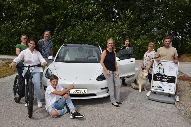 GR Sabine Schlögl, GR Günther Wind, GR Julia Schmid, Bürgermeisterin Natascha Matousek, DI Angelika Rauch (tbw research), Gerald Windisch (eMobilty consulting) und GR Andrea Springer mit Berro.