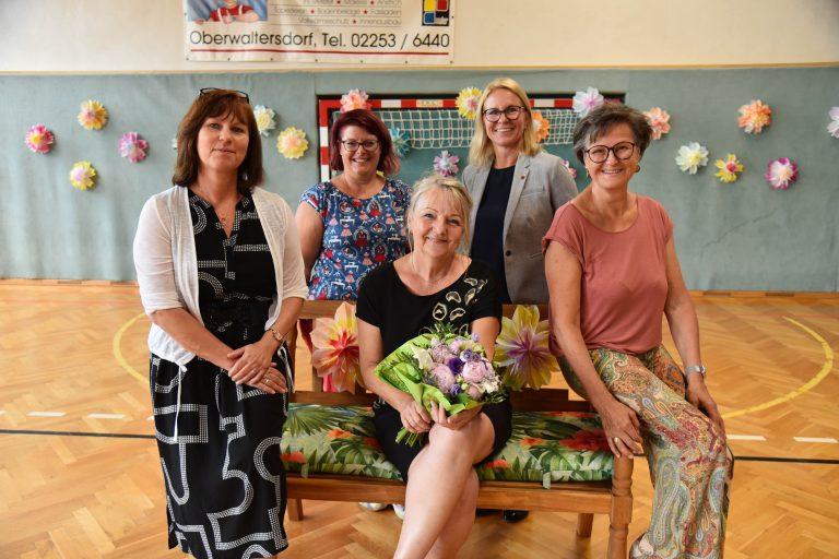Im Bild 5065: Schulleiterin Michaela Kaltenegger, Schuldirektorin Andrea Kohlhauser, Bürgermeisterin Natascha Matousek, Irene Zotter und die Trumauer Vizebürgermeisterin Sabina Stock.