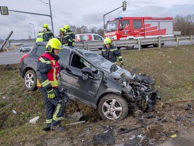20161127 Verkehrsunfall Kreuzung Abfahrt A2 X B17 Traiskirchen W