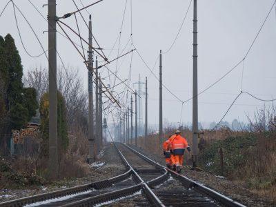 20201204 Lkw beschädigt Fahrleitung der Pottendorfer Linie in M