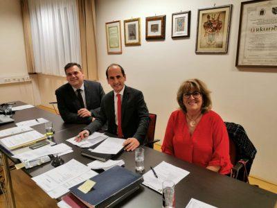 Bürgermeister Thomas Jechne (Mitte) mit Vize Martin Ribnicsek und GGR Gisela Sollak