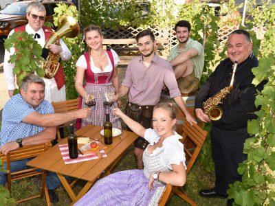 Im Bild Michael Schiefert, Thomas Steiner, Lisa Wallner, Marcel Baeckert, Andreas Wilfling, Leopold Fuhrmann und Theresia Kainz